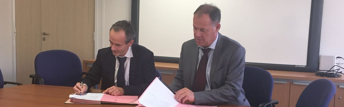 signature-convention-entre-Promotelec-et-Electricien-Sans-Frontieres